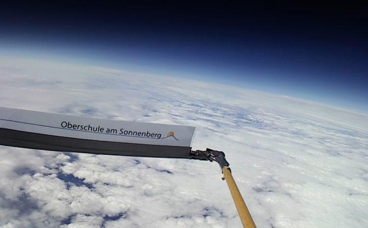 OBS Berge sendet Grüße aus 34000m Höhe Richtung Erde